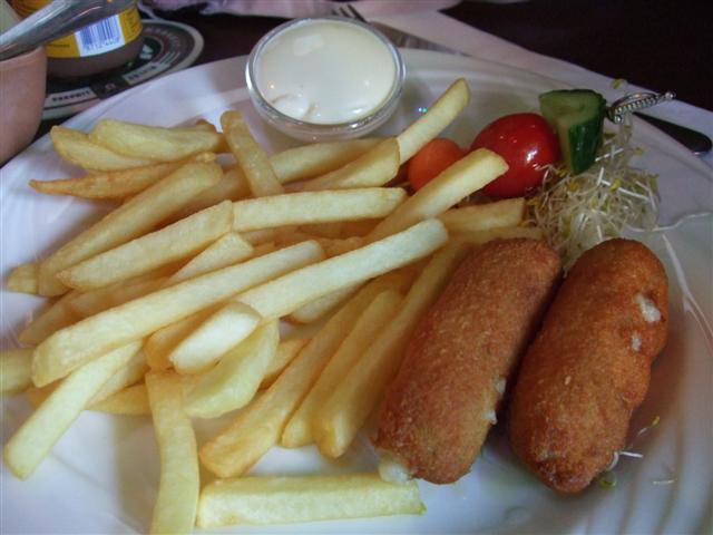 Kid Meal, home made croquette and fries, Pirata Restaurant (photo © kiwidutch)