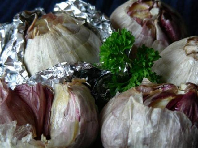 Roasted Garlic Recipezaar Recipe 6570 by RiffRaff (photo © kiwidutch)