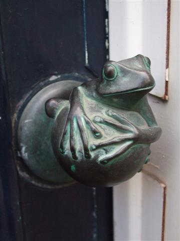 door knob frog